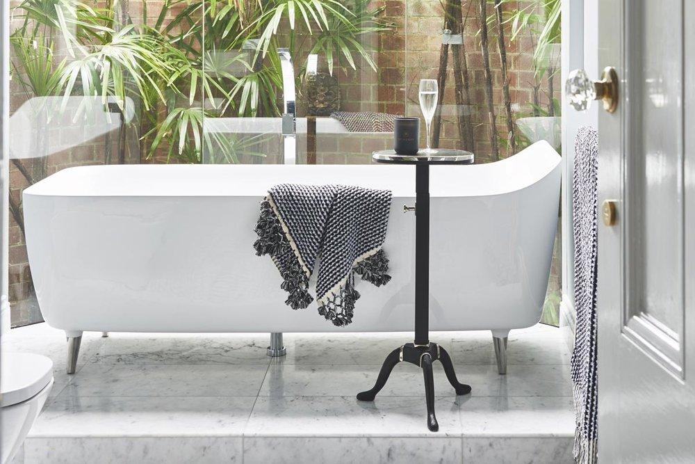 Glamour-Guest-Bathroom9a-by-LynneBradleyInteriors.jpg