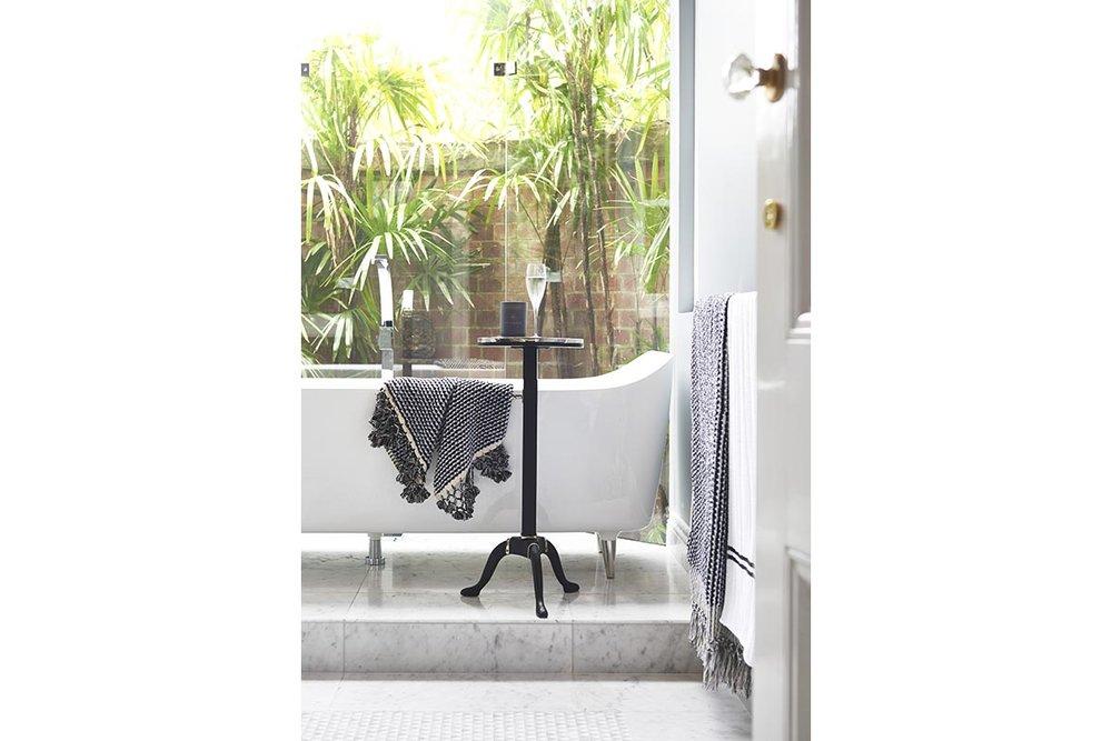 Glamour-Guest-Bathroom11-by-LynneBradleyInteriors.jpg
