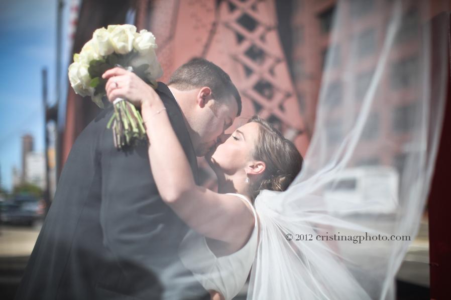 La_Salle_Bridge_Chicago_Wedding_Pictures12.jpeg