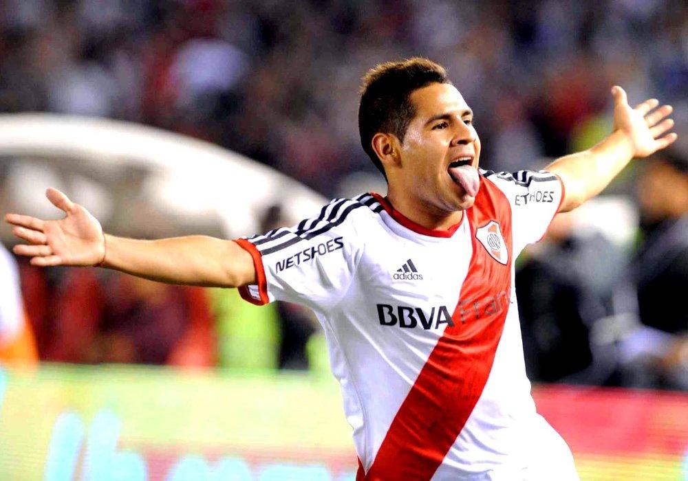 Daniel Villalva , Diego Mendoza's diminutive Argentine Forward.