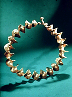 GOLD RIBBON TORC. Late Iron Age Gold Ribbon Torc,                                                                      Co Antrim, 300BC-200AD  (NMI, R. 2606, Archaeology)                                                                                 CopyrightNataional Museum of Ireland