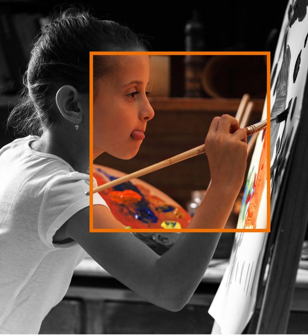 Meisje schildert met kader.jpg