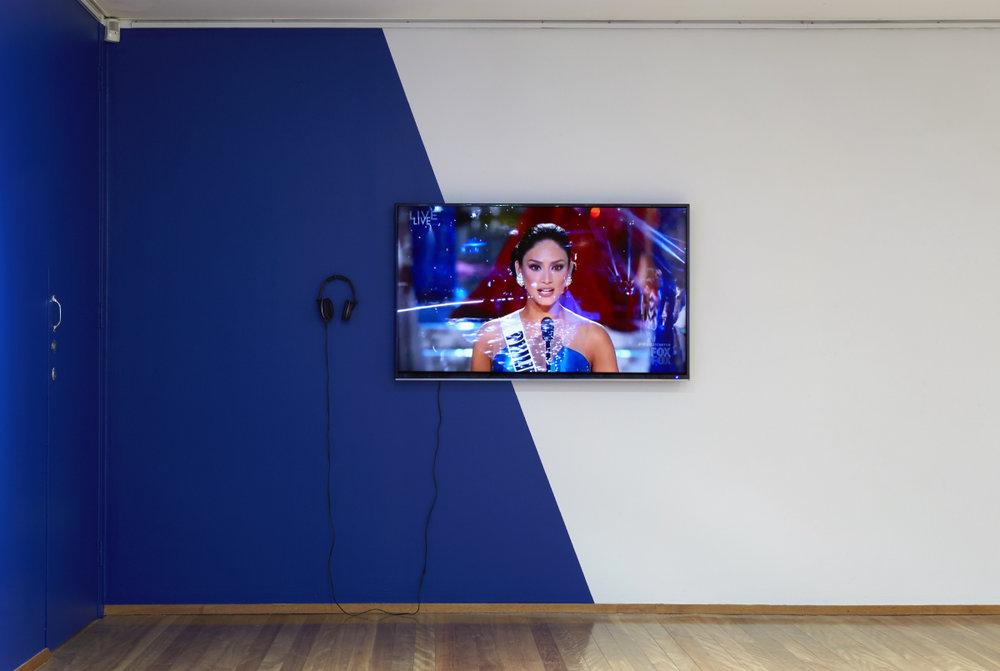 Confidently Beautiful, with a heart , 2017, video installation, with site-specific wall-painting and computer cut adhesive vinyl, video duration 8 minutes, installation view,  Halò , Mosman Art Gallery, Sydney. Photo: Zan Wimberley. Copyright JD Reforma