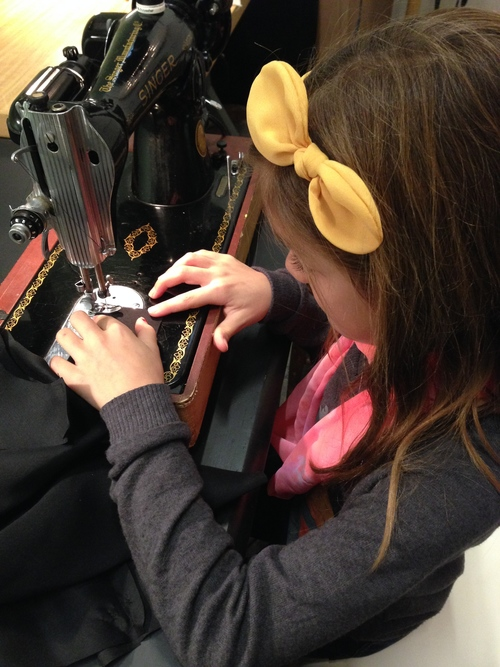 Lesson on a vintage 1953 Singer sewing machine