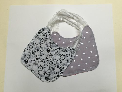 Reversible baby bibs with elastic neck