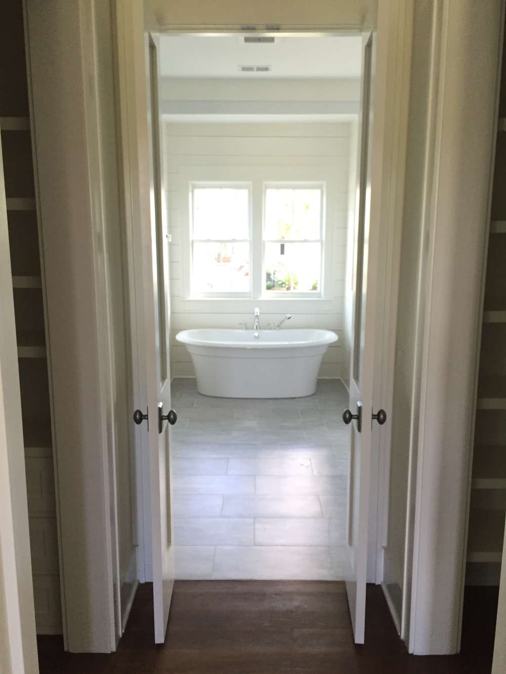 tub from bedroom.JPG