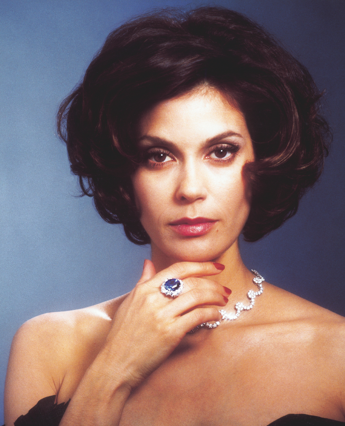 Teri Hatcher wears 'The James Bond' necklace in 25 carat white diamonds with diamond and sapphire ring.