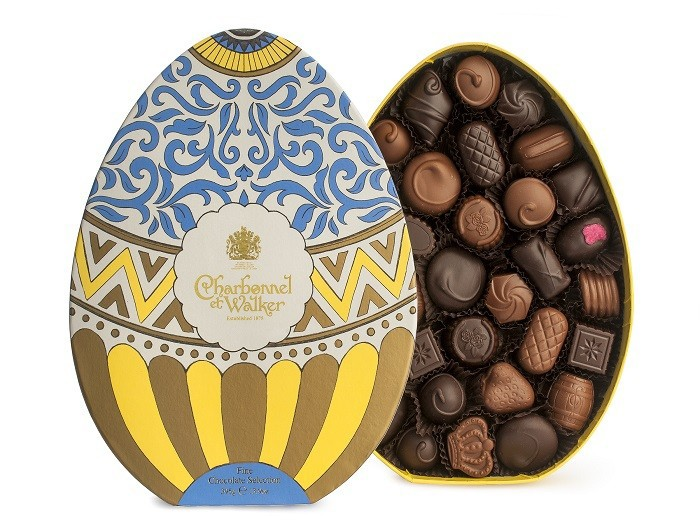 395g_700_x_528_open_easter_egg_dark_and_milk_chocolate_selection_box_395g_1.jpg