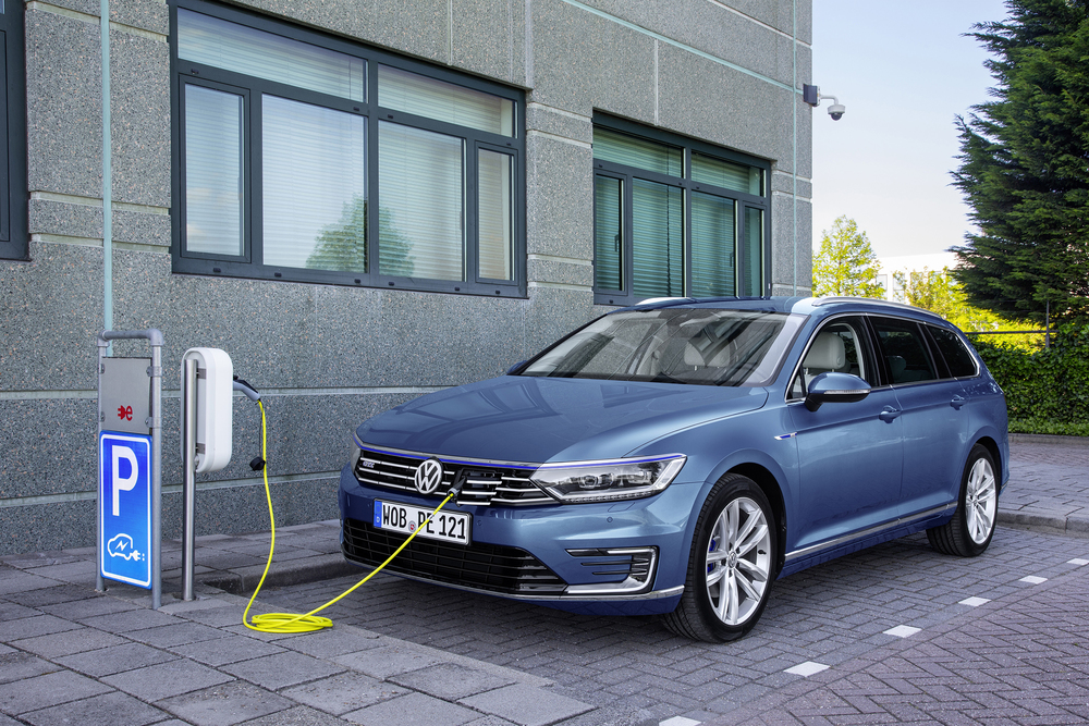 Volkswagen reveals new Passat GTE plug-in hybrid