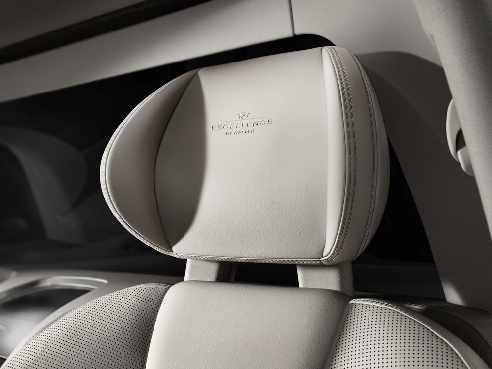 180553_Volvo_XC90_Excellence_interior.jpg