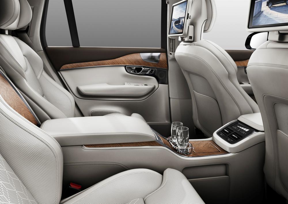 180556_Volvo_XC90_Excellence_interior.jpg