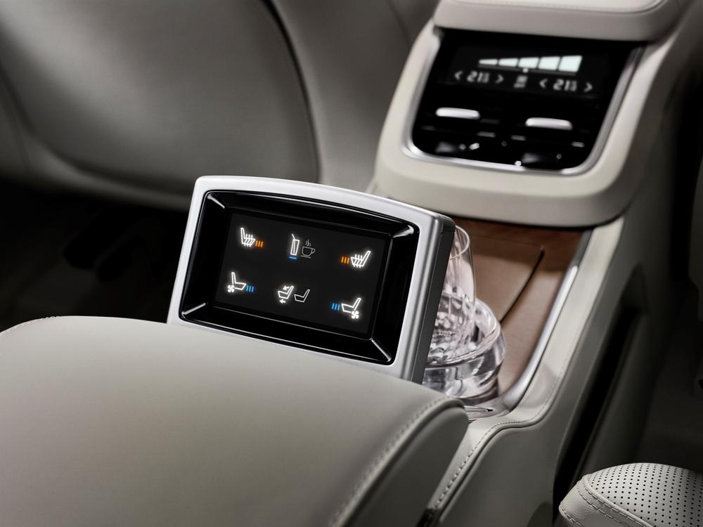 180557_Volvo_XC90_Excellence_interior.jpg