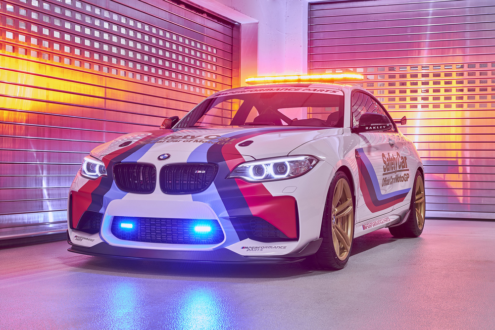 P90209190_highRes_bmw-m2-motogp-safety.jpg