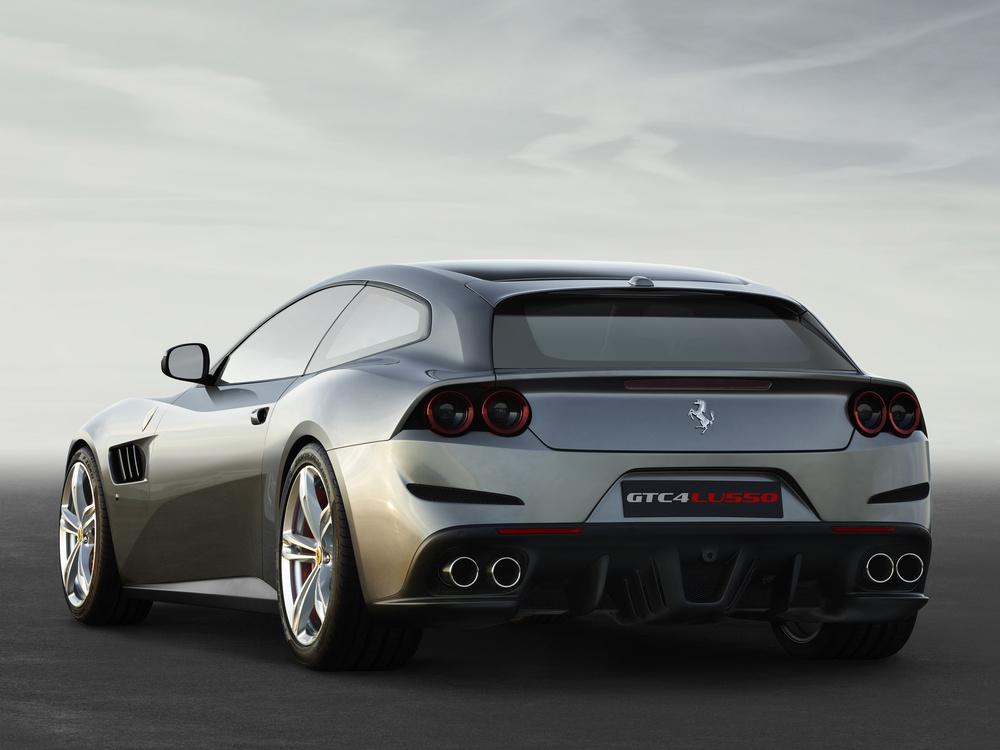 Ferrari_GTC4Lusso_r_3_4_LR.jpg