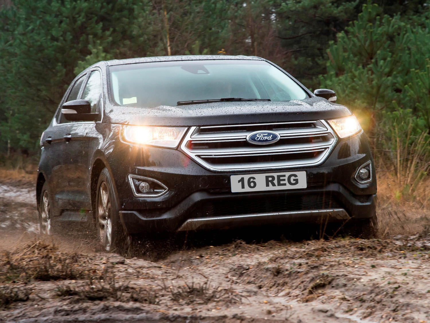 Arriving in uk dealerships this summer the all new edge tops off fords three car suv line up