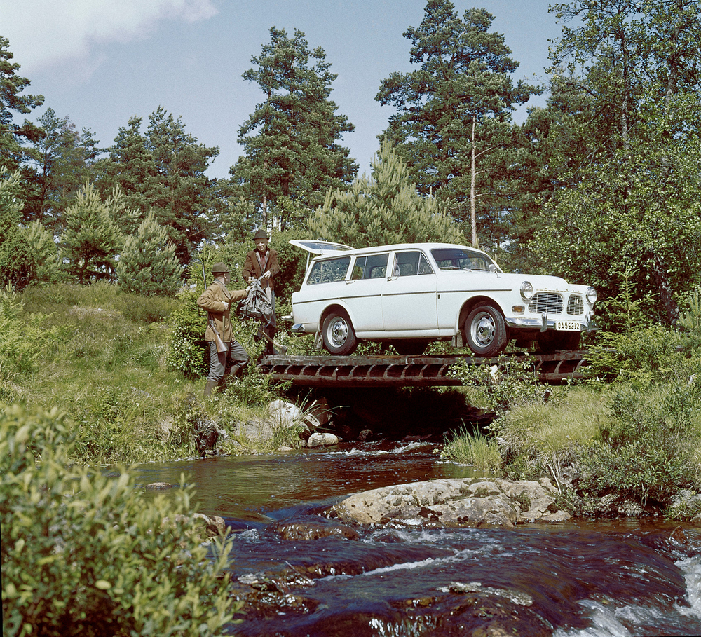 5734_Volvo_P220_Amazon.jpg