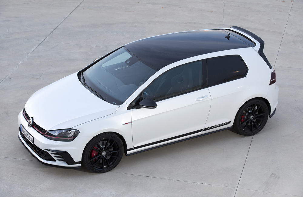 Golf GTI Clubsport Edition 40 16 with optional black wheels and painted roof.jpg