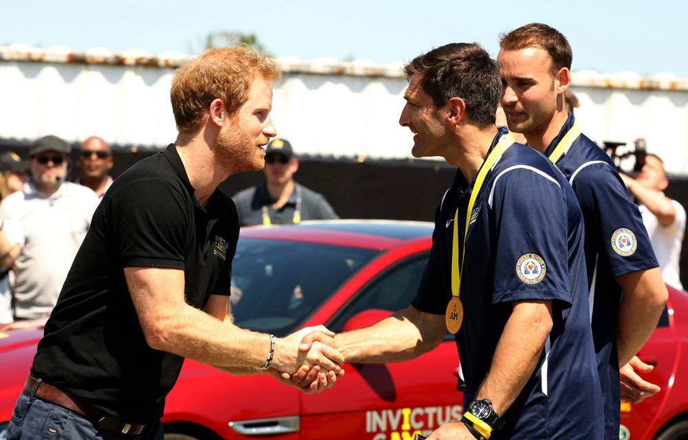 Prince_Harry_takes_part_in_the_Jaguar_Land_Rover_Driving_Challenge_and_awards_France_the_first_gold_medal_at_Invictus_Games_Orlando_2016-France_(130747).jpg