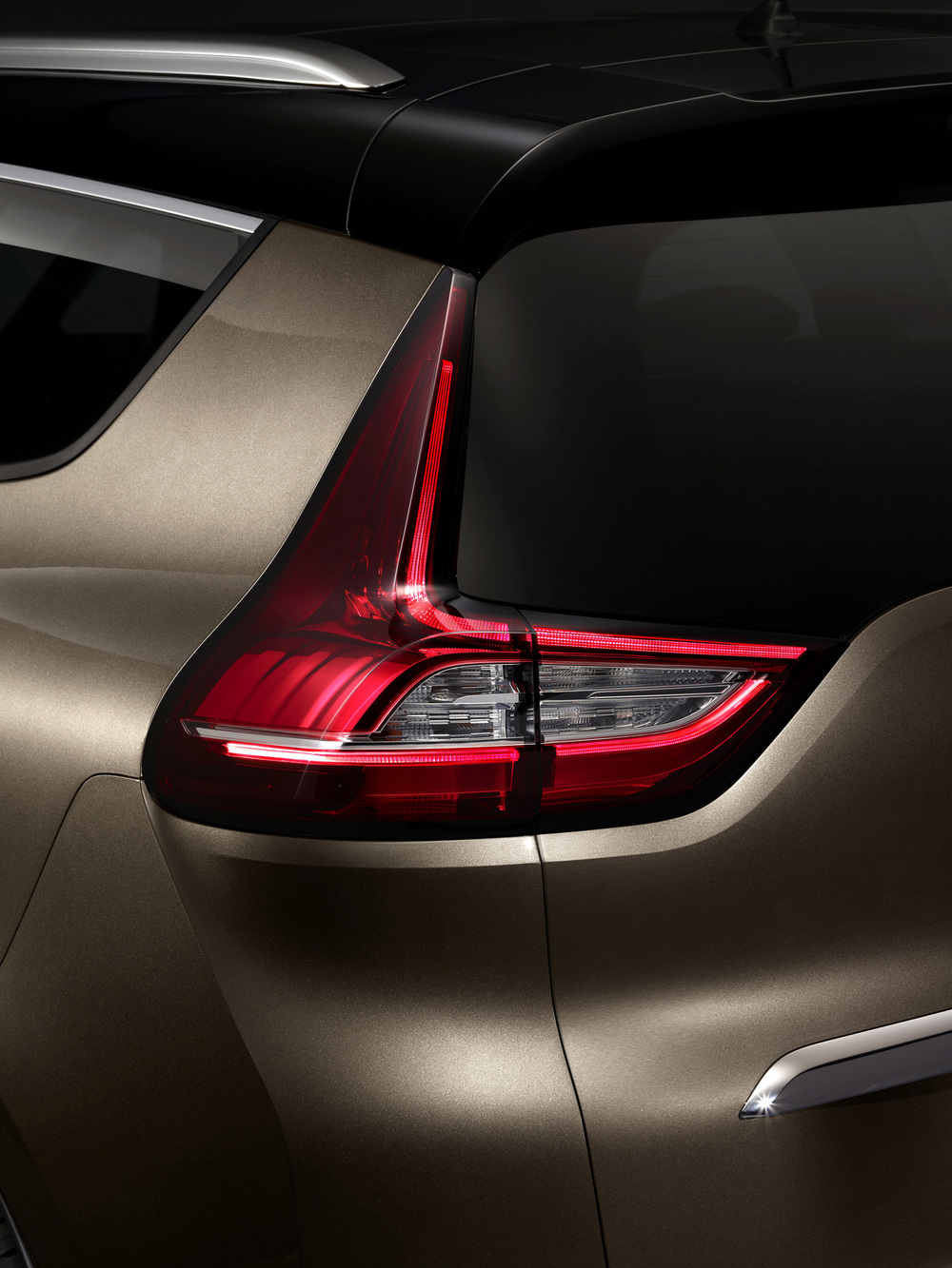 Renault-Grand-Scenic-(4).jpg