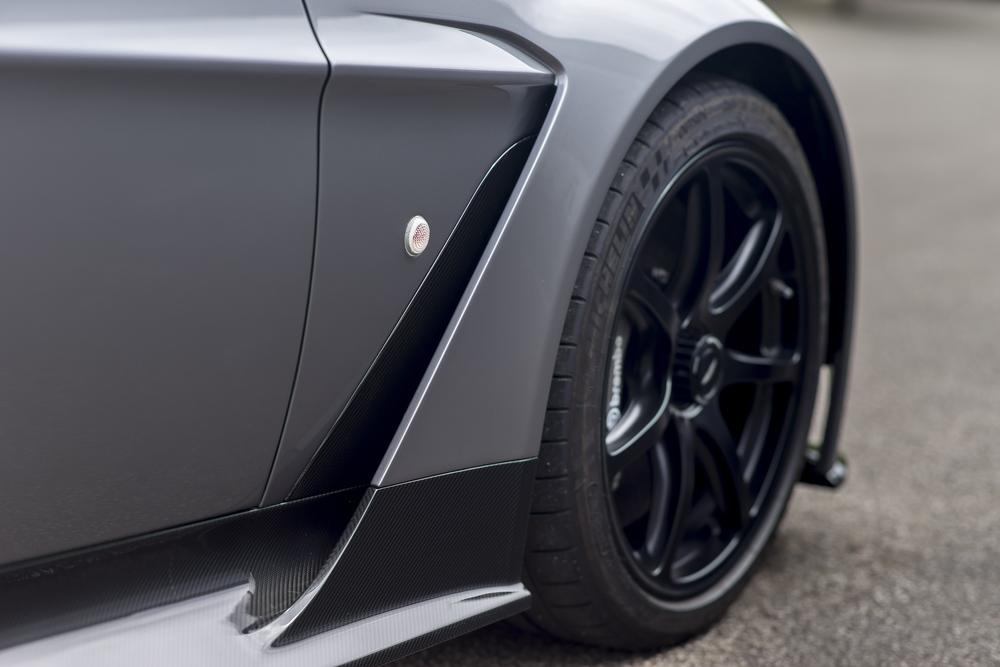 Vantage GT12 Roadster_06.jpg