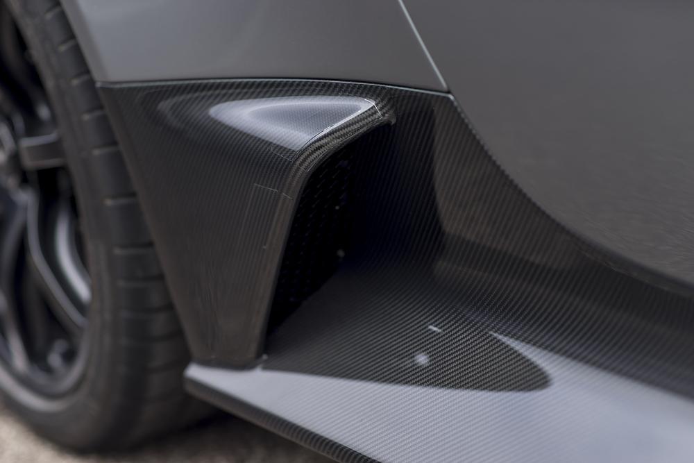 Vantage GT12 Roadster_08.jpg