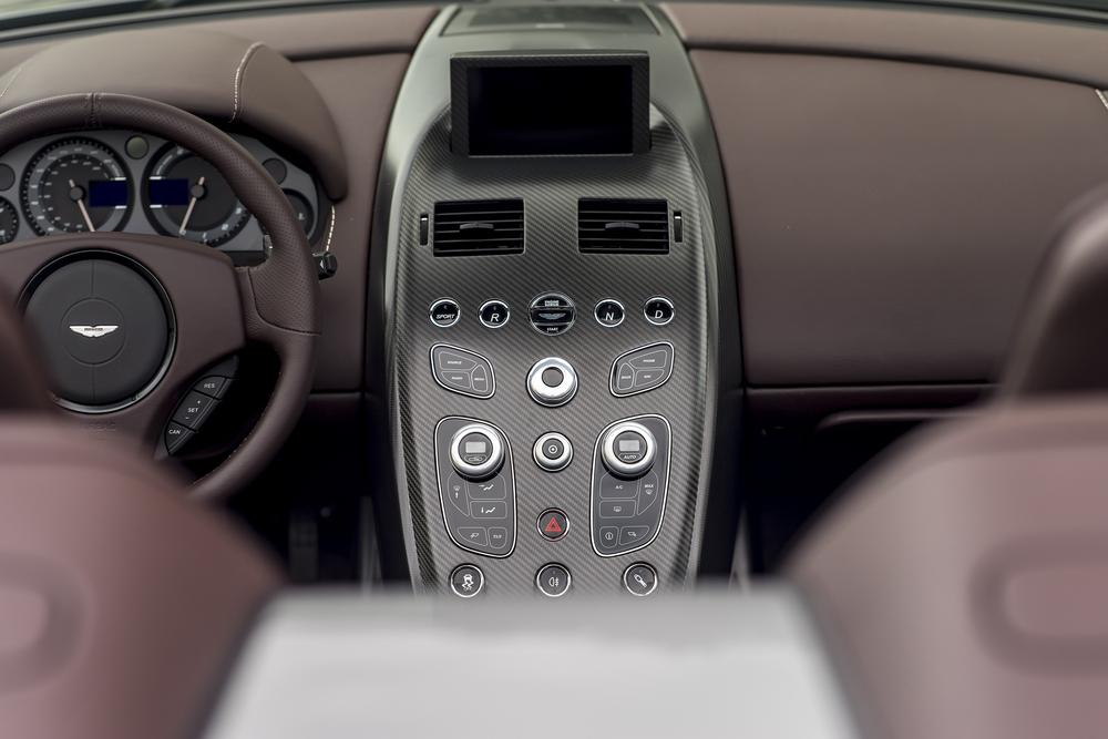 Vantage GT12 Roadster_13.jpg