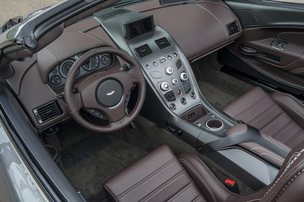 Vantage GT12 Roadster_12.jpg