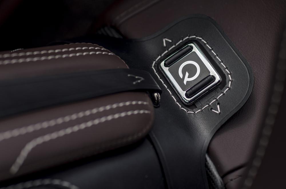 Vantage GT12 Roadster_15.jpg