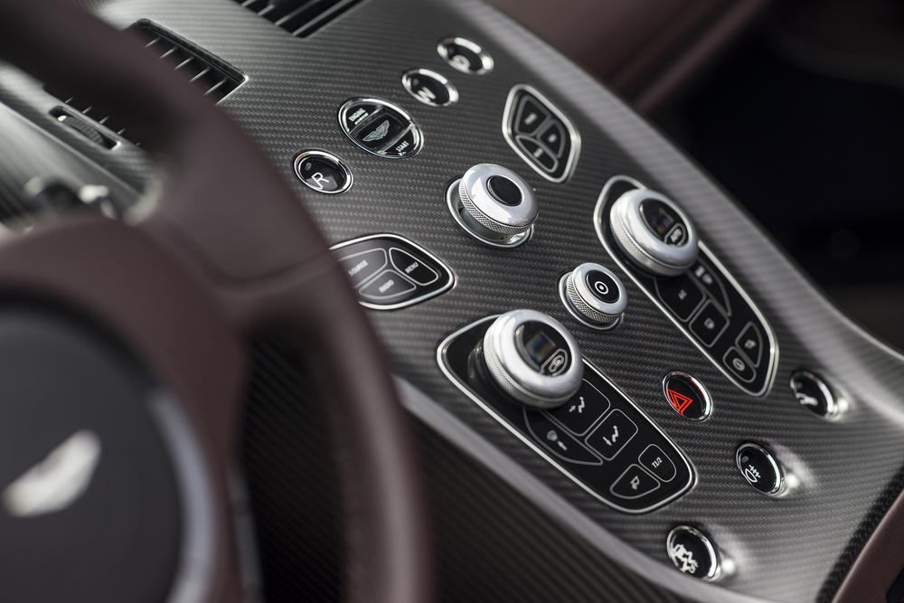 Vantage GT12 Roadster_14.jpg