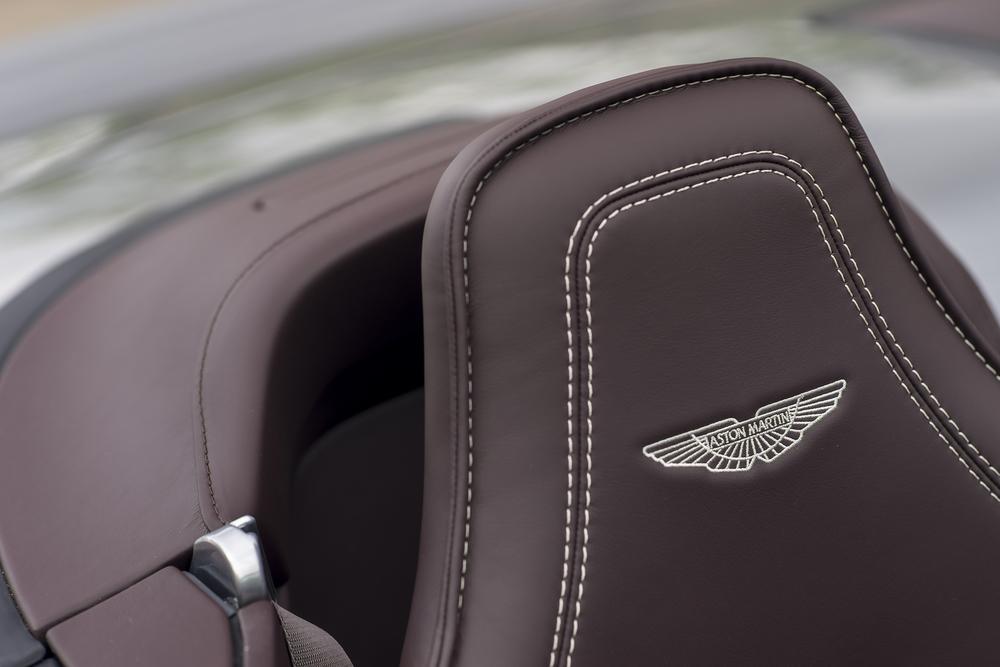 Vantage GT12 Roadster_18.jpg