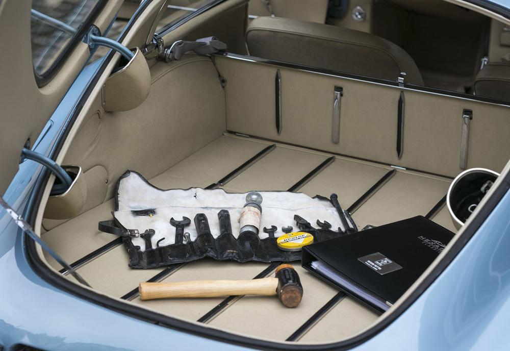 8. Jaguar E-type FHC boot.jpg