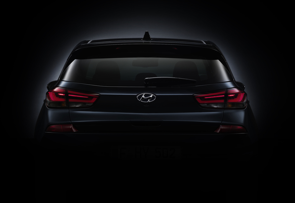 new_generation_hyundai_i30_teaser_rear.jpg
