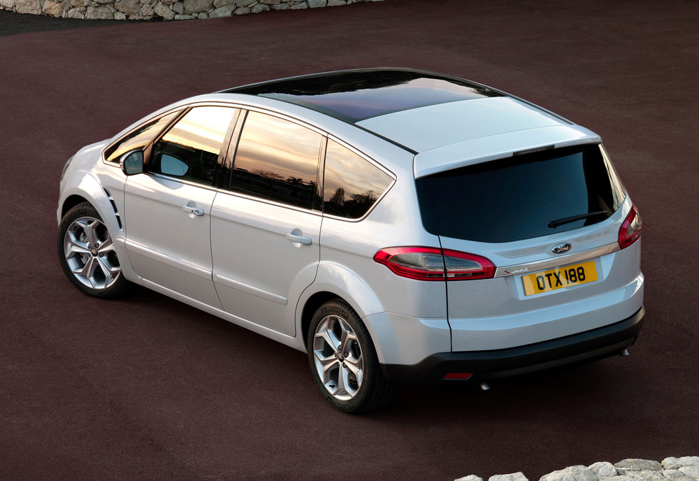 Ford S-Max -02.jpg