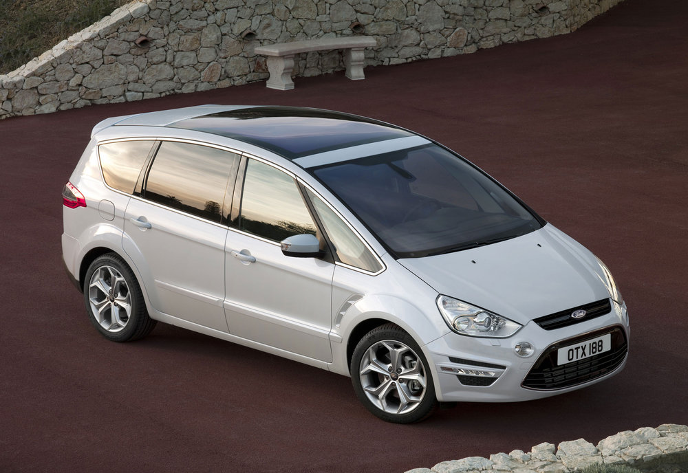 Ford S-Max -01.jpg