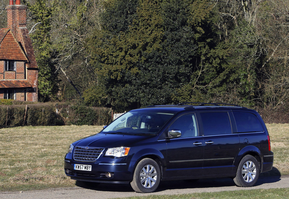 Chrysler Grand Voyager 07.jpg