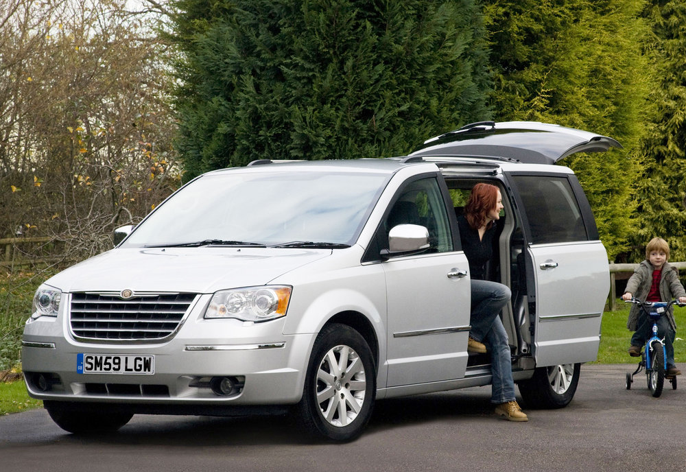 Chrysler Grand Voyager 01.jpg