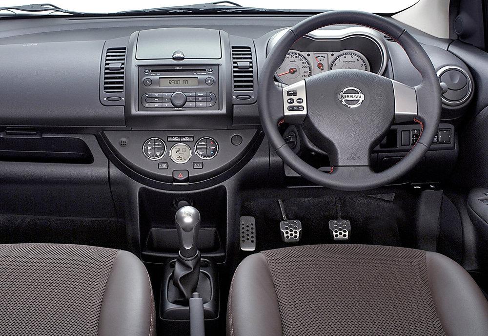 Nissan Note MkI 05.jpg