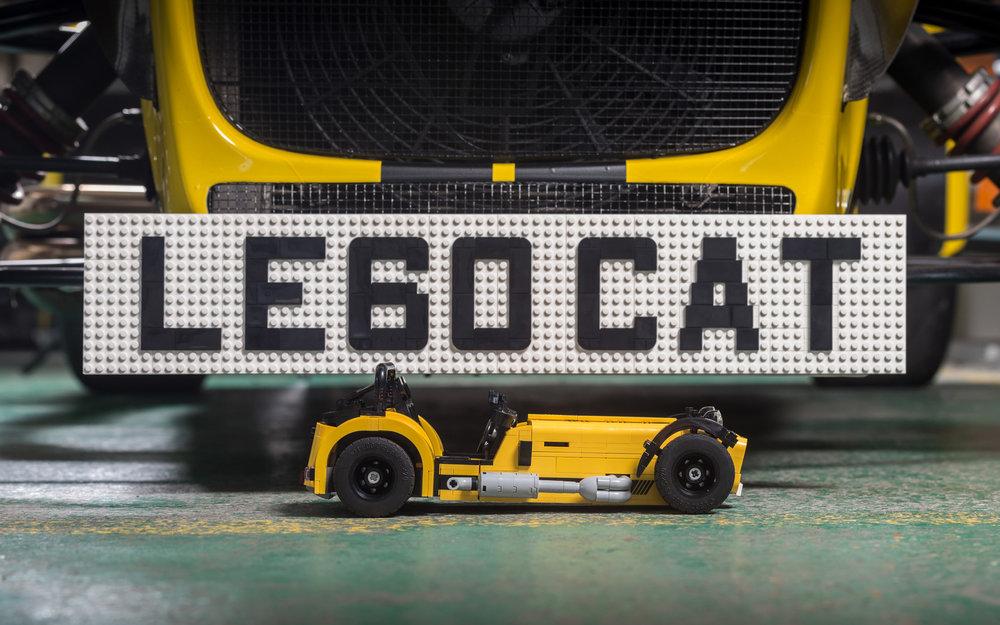 LEGO-Caterham-620R-(7).jpg