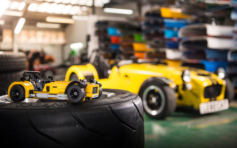 LEGO-Caterham-620R-(2).jpg