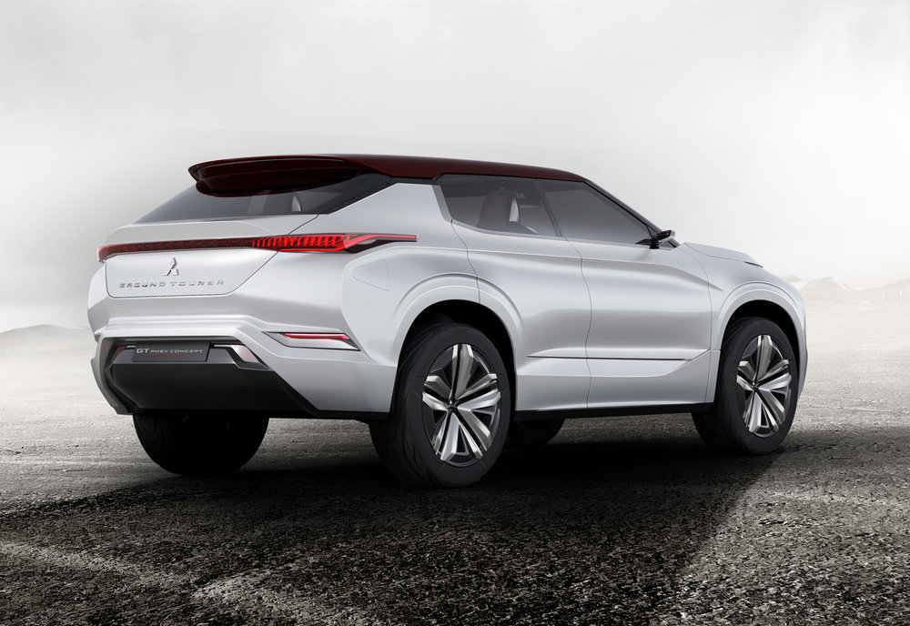 2World-Premiere-of-Ground-Tourer-SUV-Mitsubishi-GT-PHEV-Concept.jpg