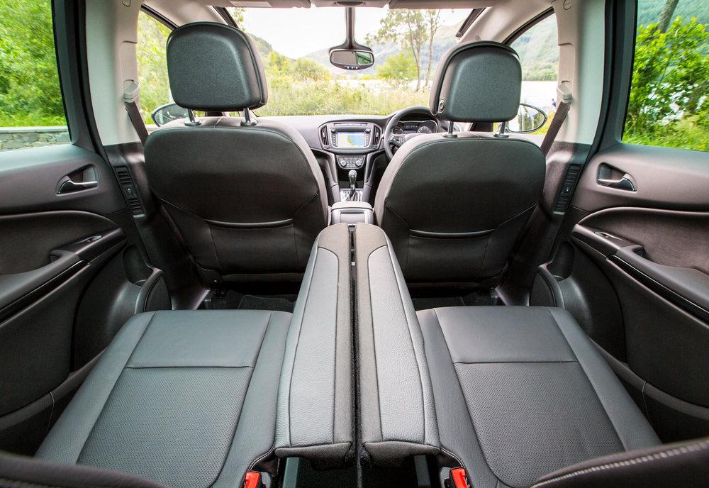 Vauxhall-Zafira-Tourer-303062.jpg