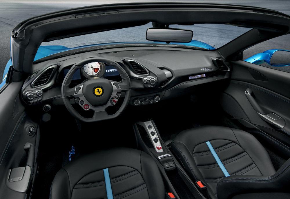150723_Ferrari488GTB_spider_interni_2945.jpg