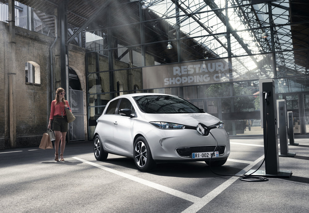 Renault announces pricing and specification for ZOE Z.E.4 EMBARGO 011116 07h00 UK time (7).JPG