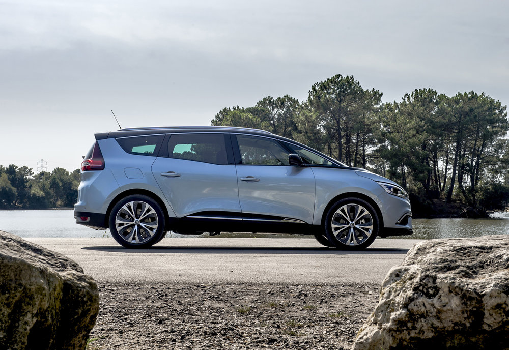 Renault-announces-pricing-and-specification-of-All-New-Scenic-and-Grand-Scenic-(1).jpg
