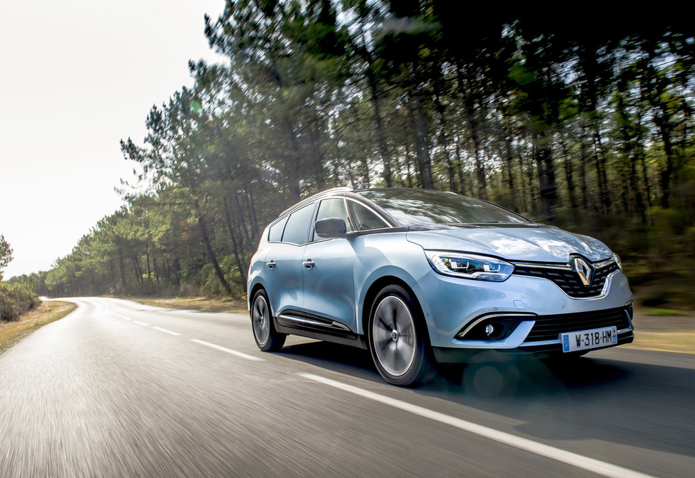 Renault-announces-pricing-and-specification-of-All-New-Scenic-and-Grand-Scenic-(4).jpg