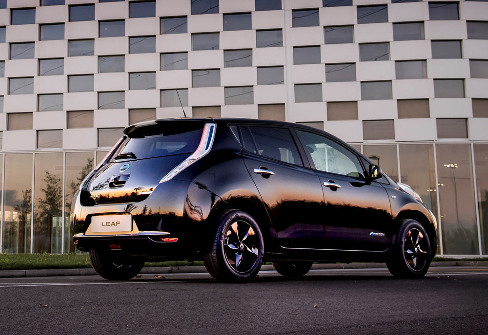 426160841_Nissan_reveals_stylish_new_LEAF_Black_Edition.jpg