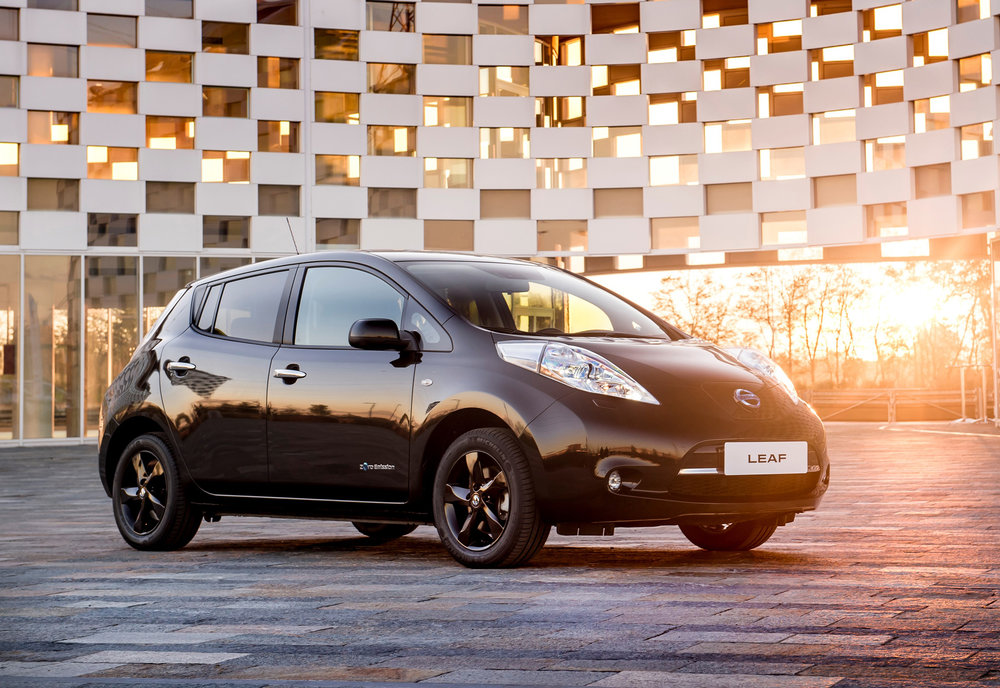 426160840_Nissan_reveals_stylish_new_LEAF_Black_Edition.jpg