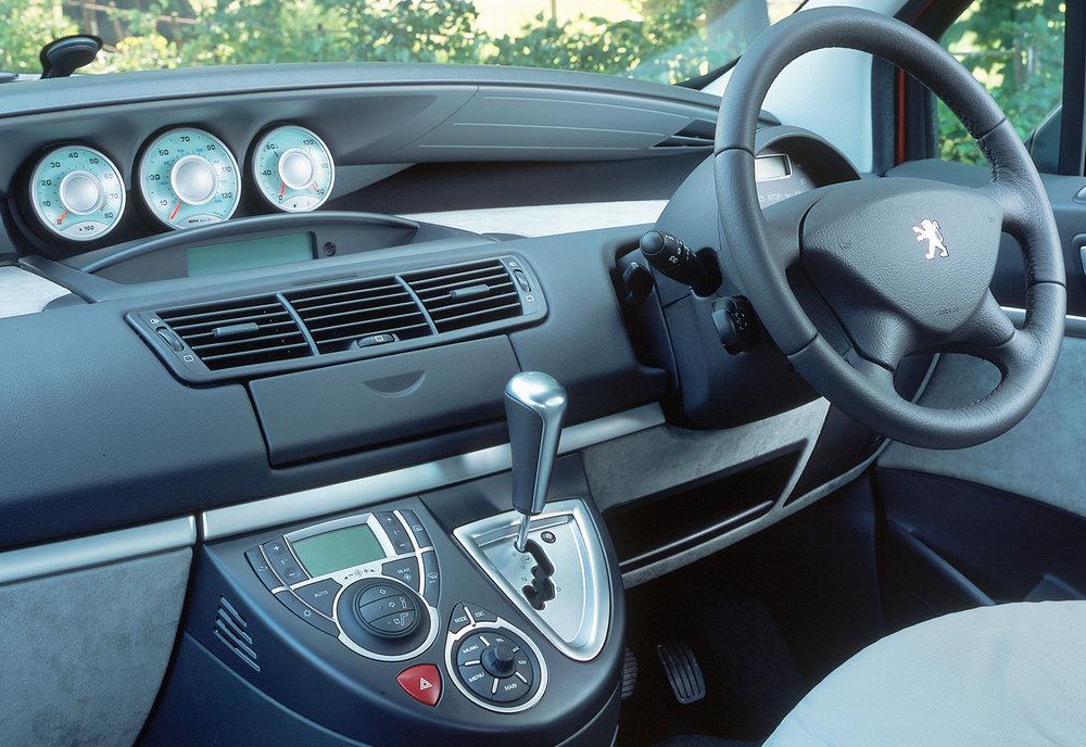 Peugeot 807 03.jpg