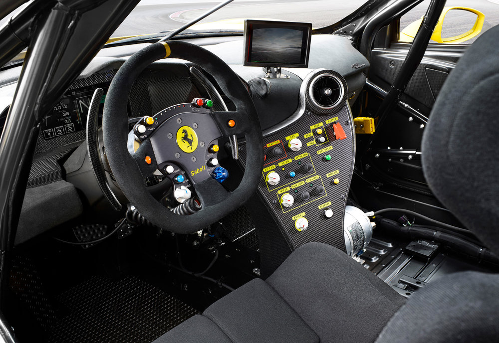 Ferrari_488_Challenge_interno_1.jpg