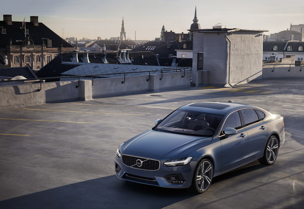 09-Volvo-S90-R-Design.jpg